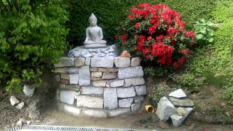 Gartendeko mit Naturseinen