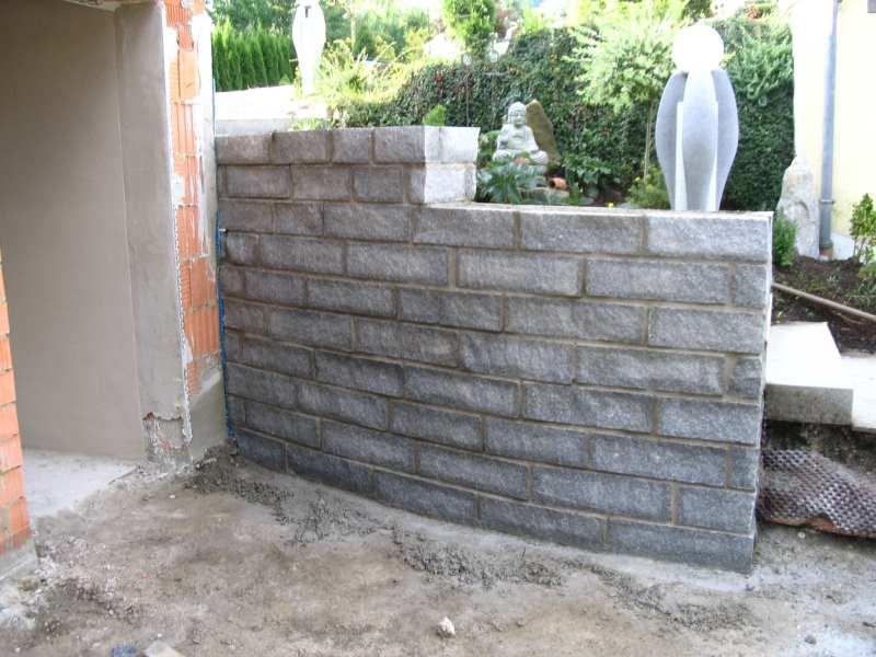 Granitstützmauer - Steine gesägt u.gespalten