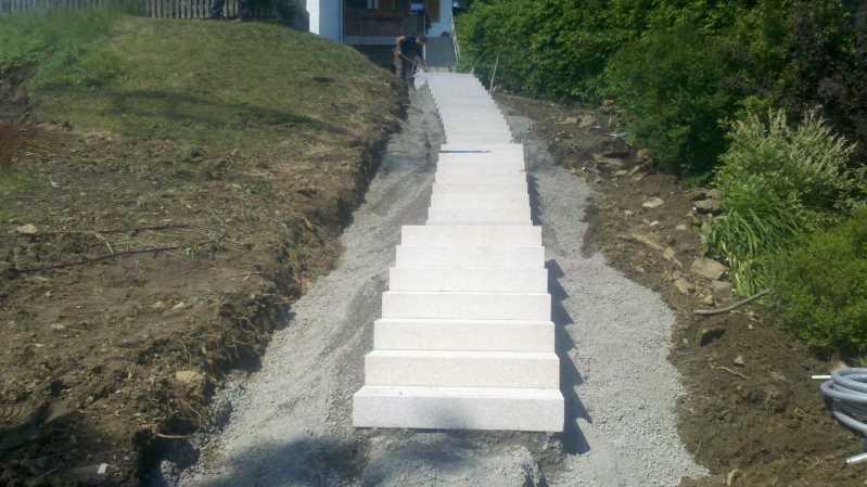 Treppenanlage mit Granitblockstufen