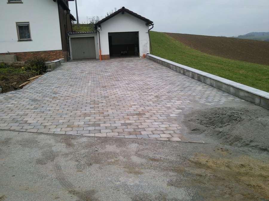 Nachher: Stützwand aus Beton - Abdeckung Granitplatten - Pflaster - Betonpflaster