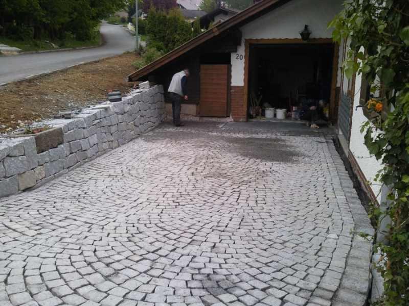 Nachher: Granitpflaster in Segment - Granittrockenmauer